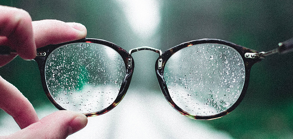 How to clean eyeglasses scratches
